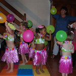 2011 FENUA, spectacle offert aux parents ... plusieurs semaines de répétitions avec et sans costume .. 1 répétition générale un dimanche matin et hop une grande réussite, Bravo