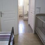 Chambre parents avec lit bébé