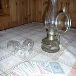 mit Petroliumlampe oder Kerzenlicht