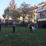 Corona motiverte uns dazu, neue Wege zu gehen und im Garten für die Nachbarn zu spielen.