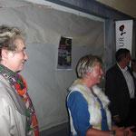 Standespräsidentin Elita Florin-Caluori und Regierungsrat Martin Jäger werden das erste Schaufenster enthüllen.
