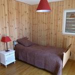 Chambre Colibris, lit simple 90x200 à hauteur variable, accès direct à la terrasse