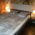 Chambre Tourterelle, lit double (80x2x200) à hauteur variable, télécommande individuelle