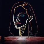 Nathali P. a pris des couleurs sculpture en fil de fer et bois (crédit photo Michel Bratyna)