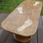 Les pieds sur la table.(Pin massif marqueté en chêne massif)