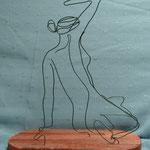 Ambigue 1 sculpture en fil de fer et bois
