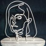"""""""Nathalie P.""""  face incolore sculpture en fil de fer et bois"""