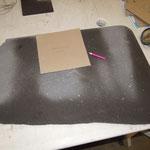 Je dessine la forme de l'objet à l'aide d'un gabarit ,exemple ici : un dessous de plat...