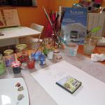 """Pour les plaques blanches, je réalise dessins et écritures à l'aide d'un émail spécial """"à peindre""""..."""