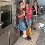 """Putzen der neuen Großküche für den """"Umzug"""""""