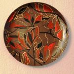 Тарелка с декоративной росписью