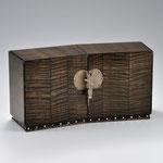 楓拭漆小箪笥「碑林玄英」 所蔵:大英博物館