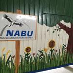 NABU-Schild auf dem Bauwagen