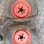 Die alten Reifen - damit rollt sich es nicht mehr gut