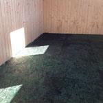 Der Boden erstrahlt in grün...