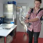 In der Vogelklinik Gießen wird der Graureiher untersucht - Foto: Björn Behrendt