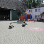 Spielstraße mit Hüpfburg