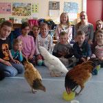 """Tierischer Besuch in der 2a - Das Thema """"Haustiere und ihre Pflege"""" wird lebendig gemacht."""