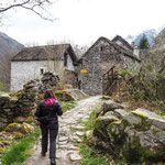 Bild: Weg ins Dorf