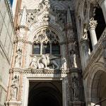 Bild: Der Dogenpalast am Markusplatz in Venedig - Foto 2