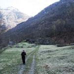 Bild: Wandern im Tal