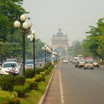 Les Champs-Elysés de Vientiane