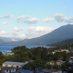 Le lac entouré de volcans