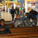 Longues heures d'attente à la gare de bus