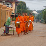 Quête matinale des moines