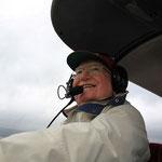 Colonel Jacques Chambon, président d'honneur de l'aéroclub Jean Demozay, durant le vol en patrouille