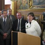 Sylvie Ragueneau évoque la mémoire de son père aux côtés du Directeur de l'ONAC, Patrick Vincent et de membres du conseil municipal d'Orléans