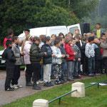 Les enfants de CM2 du Groupe scolaire de Lorris chantent le Chant des partisans