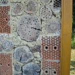 Detailansicht des Insektenhotels.