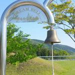 宮城県石巻市の慶長使節船ミュージアムで「夢をかなえる鐘」を鳴らしました。果して効果はあるのでしょうか(県連書記局)