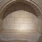 Nuit Romane 2013 Chenevelles > Enfeu moderne style XIIIème siècle contenant la pierre tombale à l'effigie du Chevalier Palon © Didier Boulanger