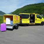 8-plätzer Taxi mit Gepäckanhänger