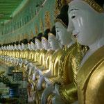 Umin Thonze-Pagode mit den aufgereihten Buddhafiguren