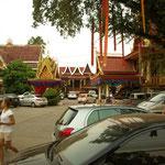 Wenn Markt ist, wird der Tempel-Innenhof zum Parkplatz