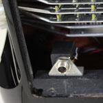 6,3 mm Klinkenbuchse mit stbilem Winkel am Bassgehäuse befestigt