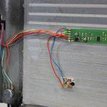 Wartungfreundliches Abnehmen des Diskantverdecks duch Flachsteckerverbindung