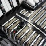 Lautstärke im Bass separat regelbar, Batterie abschaltbar
