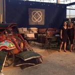 De riksja als display op de ShowUP beurs, gedecoreerd met kussens van AAI