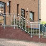 Treppengeländer, verzinkt mit Edelstahlhandlauf
