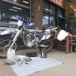 Service the Bike next to the road. Oil Change and Valve clerance
