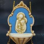 31B - Acquasantiera stile Luca della Robbia in ceramica