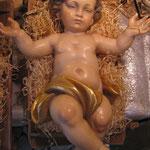 9 R - Bambinello scultura in legno dipinta a mano con culla in legno