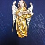 21A - Angelo da appendere - scultura in legno anticato con vernice oro zecchino