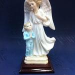 62 - Angelo con bambino in polvere di marmo e base di legno