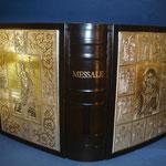 9C - Messale in pelle ed argento bianco e dorato