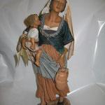 """15T - Donna con Bambino di """"ANGELA TRIPI"""" in terracotta e tessuto"""